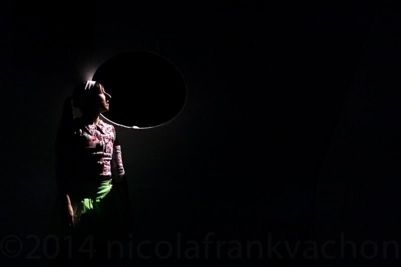 Dans le noir les yeux s ouvrent nicola frank vachon for Dans ke noir